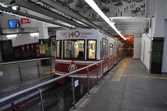 Метро Тюнель, верхняя станция Бейоглы