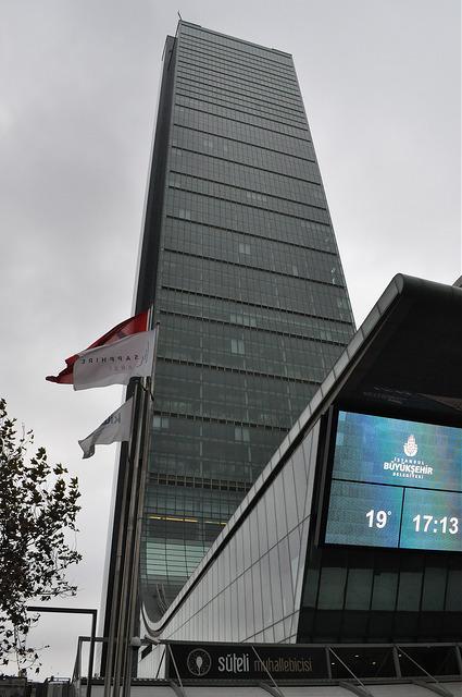Башня Сапфир Стамбула с земли