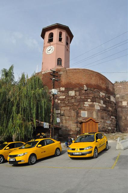 Башня с часами у крепости Анкара