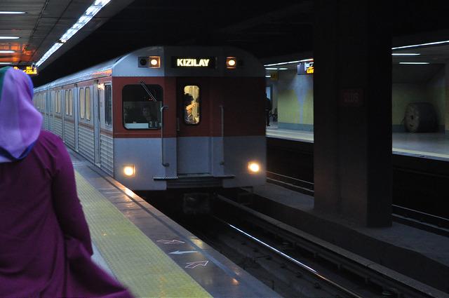 Поезд метро Анкары