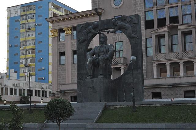 Памятник Илье Чавчавадзе в Батуми
