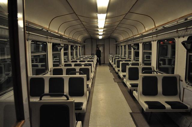 Пригородный поезд в Озургети, салон