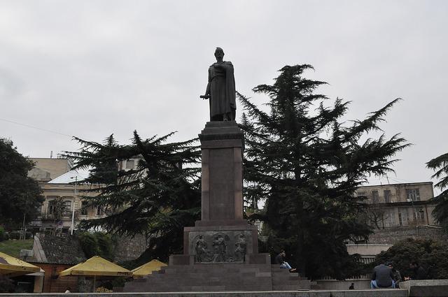 Пам. Шота Руставели в Тбилиси