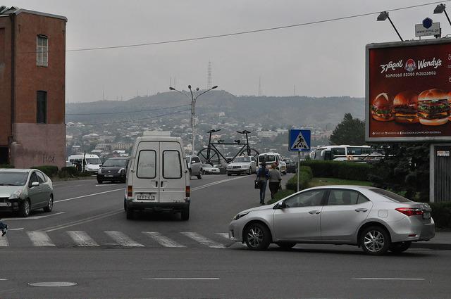 Велосипед на пл. Революции Роз в Тбилиси