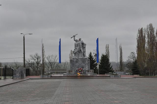Памятник погибшим в ВОВ, пл. Победы, Ливны