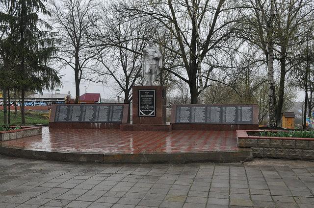Воинское захоронение, городской парк, Ливны
