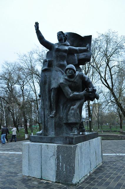 Скульптурная группа в честь освобождения Орла 5 августа 1943 года