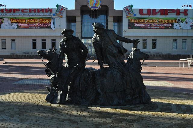 Памятник Юрию Никулину и Михаилу Шуйдину, Курск
