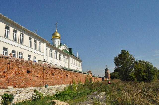 Южное прясло Старо-Голутвина монастыря