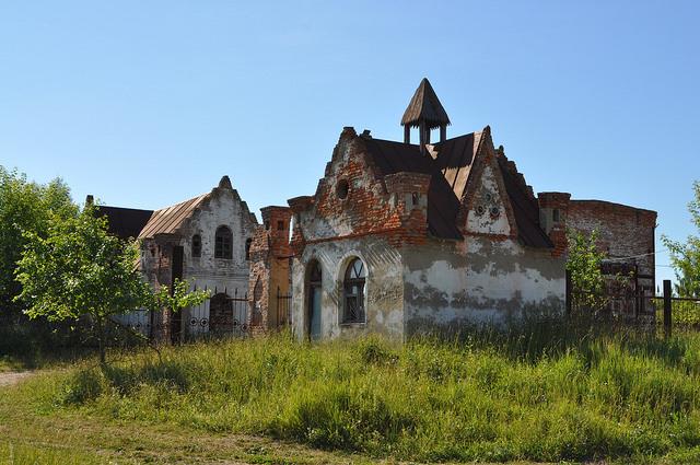 Два старинных здания (Арсеньево)