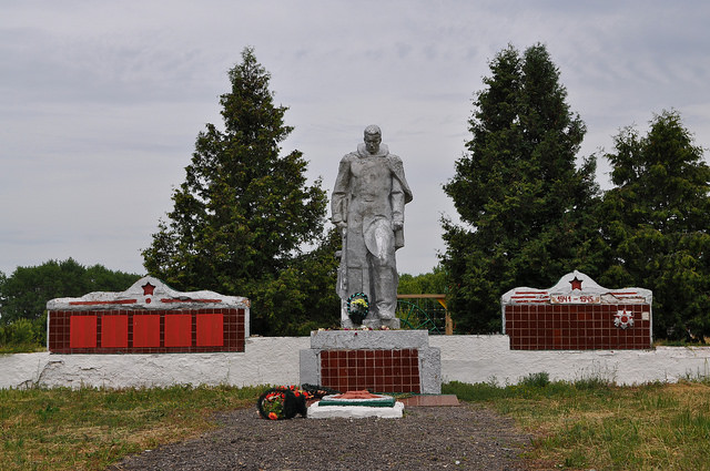 Мемориал в Двориках