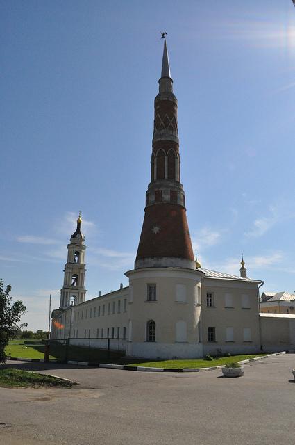 Северо-западная башня Богоявленского Старо-Голутвина монастыря