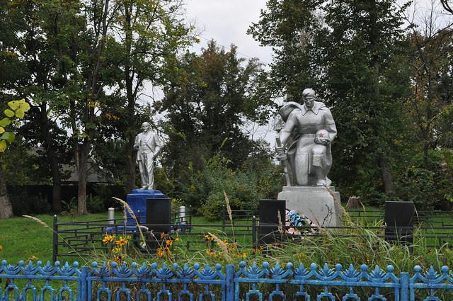 Памятники героям Великой Отечественной войны и Ленину (Песоченский)