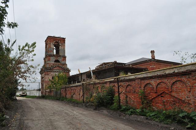 Надвратная колокольня Белёвского Крестовоздвиженского монастыря