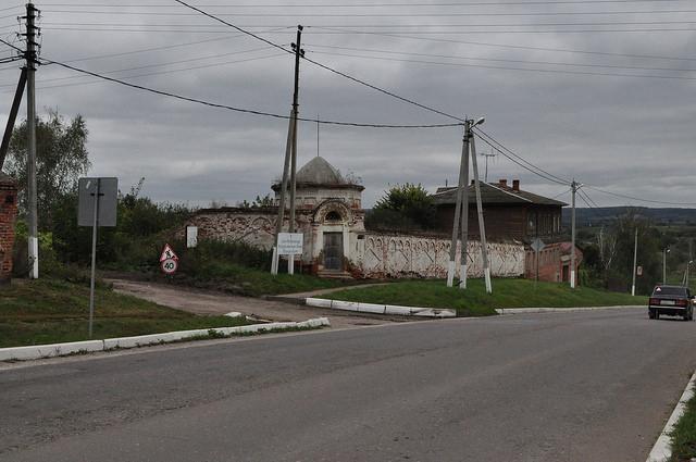Стены и угловая башня Белёвского монастыря