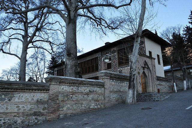 Дворец шекинских ханов, ханские чинары (Шеки)