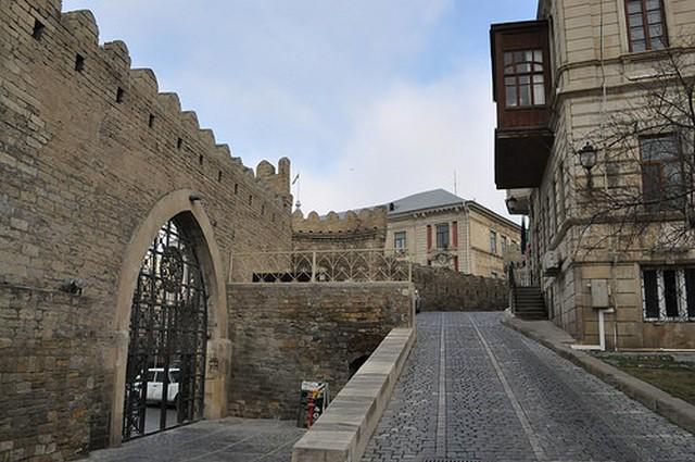 Кичик Гала, Баку
