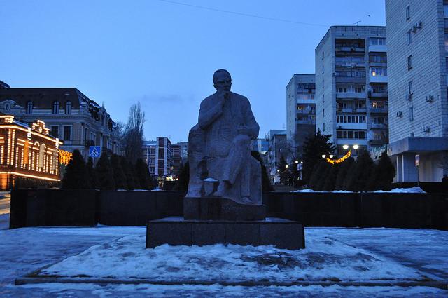 Памятник К. А. Федину, Саратов