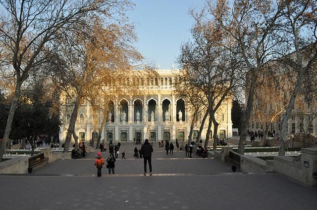 Музей азербайджанской литературы им. Низами (Баку)