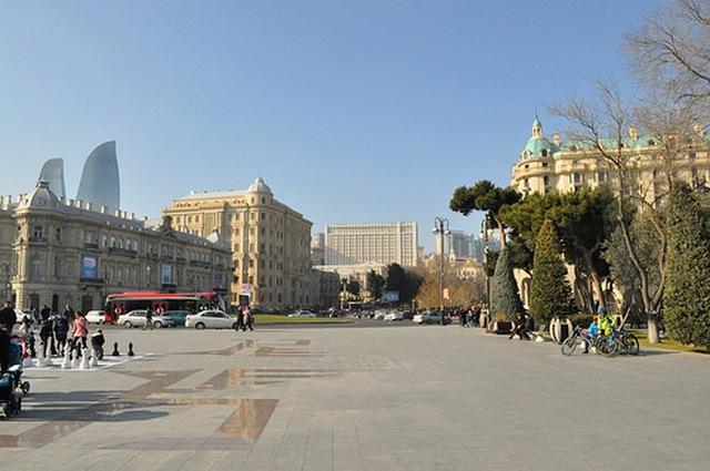 Площадь Азнефть, Баку
