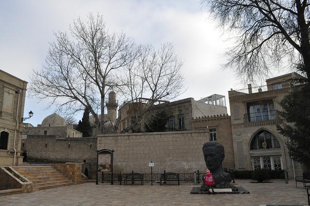 Памятник Алиаге Вахиду, Баку