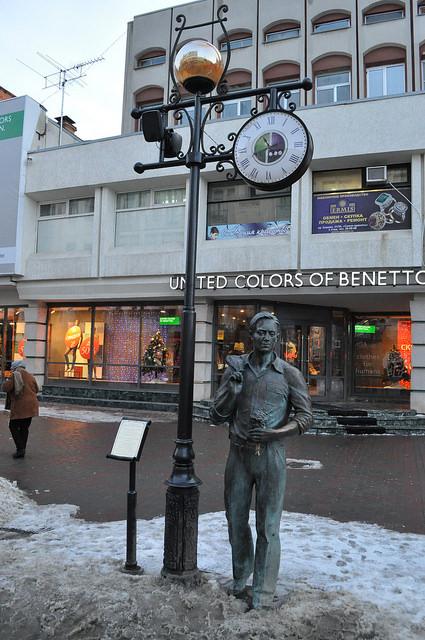Памятник песне «Огней так много золотых на улицах Саратова…»