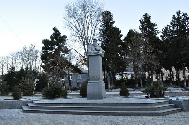 Памятник Бахтияру Вагабзаде, Шеки