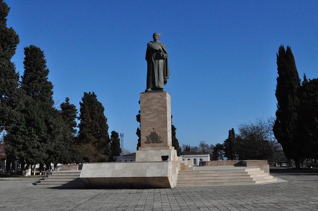 Памятник Ази Асланову, Ленкорань