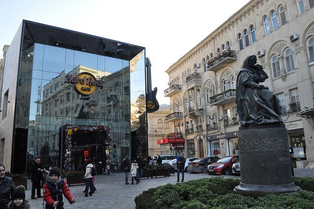 Кинотеатр Азербайджан, пам. поэтессе Хуршидбану Натаван, Баку