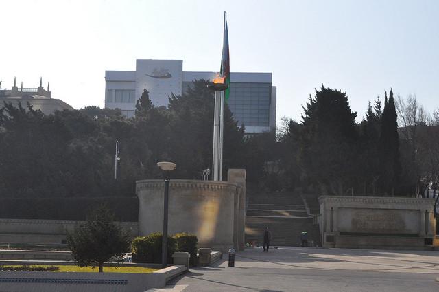 Вечный огонь, аллея шахидов, Баку