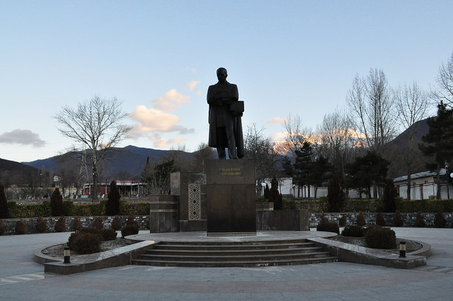Памятник Мирзе Фатали Ахундову, Шеки