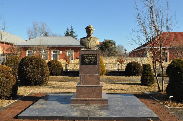 Памятник Национальному Герою Аскеру Алиеву, Ленкорань