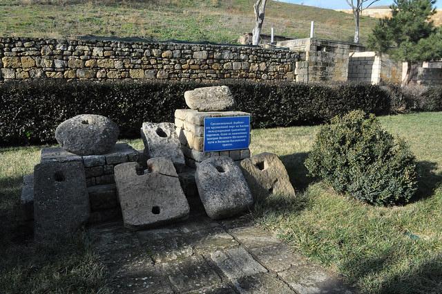 Выставка древних якорей, Нарын-Кала, Дербент