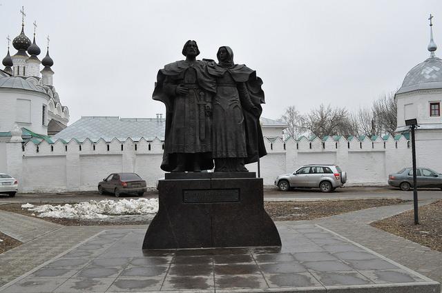 Памятник Петру и Февронии Муромским в Муроме