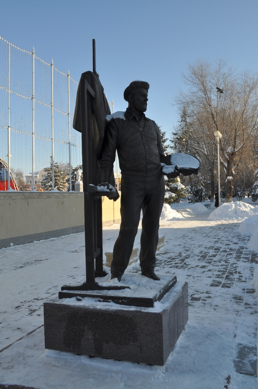 Памятник художнику Андрею Андреевичу Мыльникову