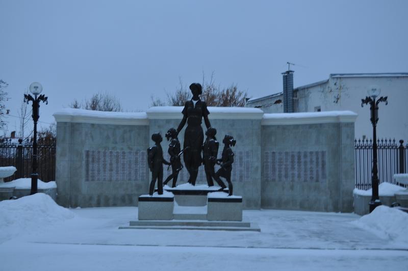 Скульптурная композиция Моя первая учительница, Оренбург