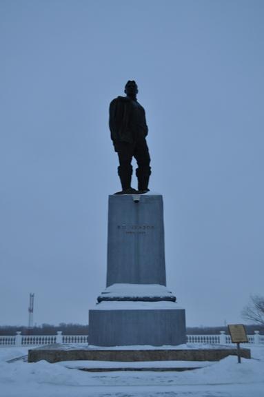 Памятник Валерию Чкалову в Оренбурге