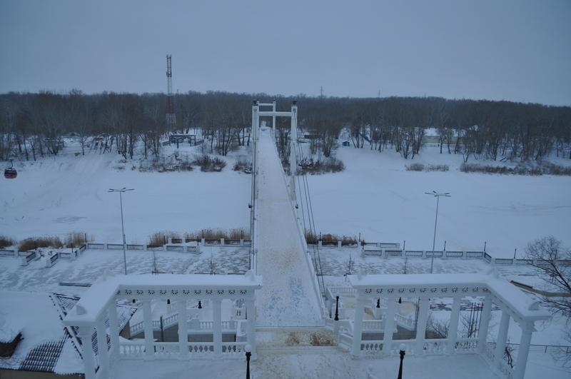 Пешеходный мост через реку Урал в Оренбурге