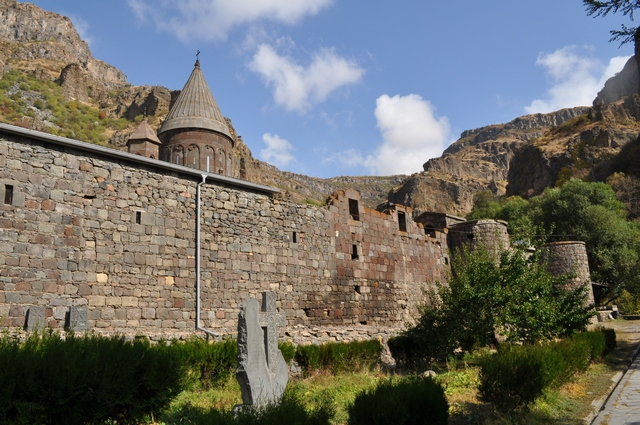 Армения, пещерный монастырь Гегард