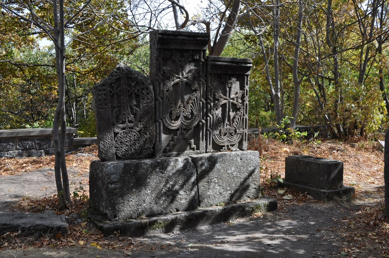 Средневековое кладбище, монастырь Кечарис, Цахкадзор, Армения