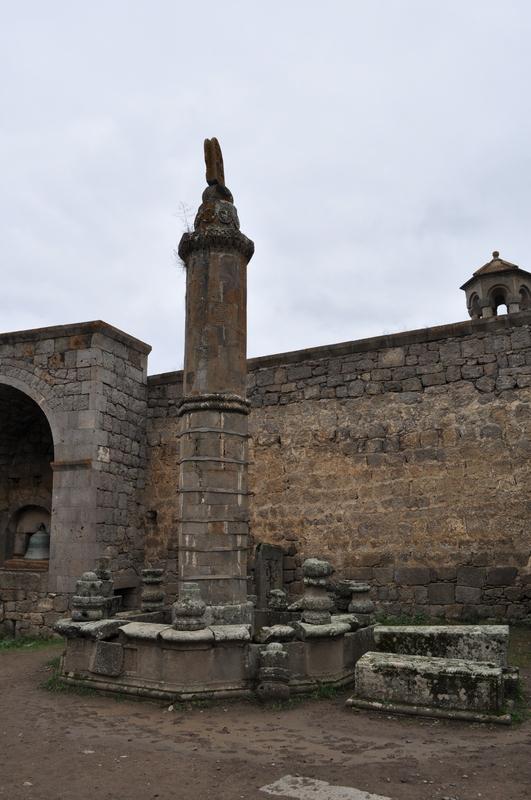Мемориал «Гавазан» (качающийся столп), монастырь Татев, Армения