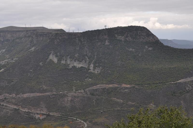 Кабина канатной дороги «Крылья Татева» над ущельем, Армения