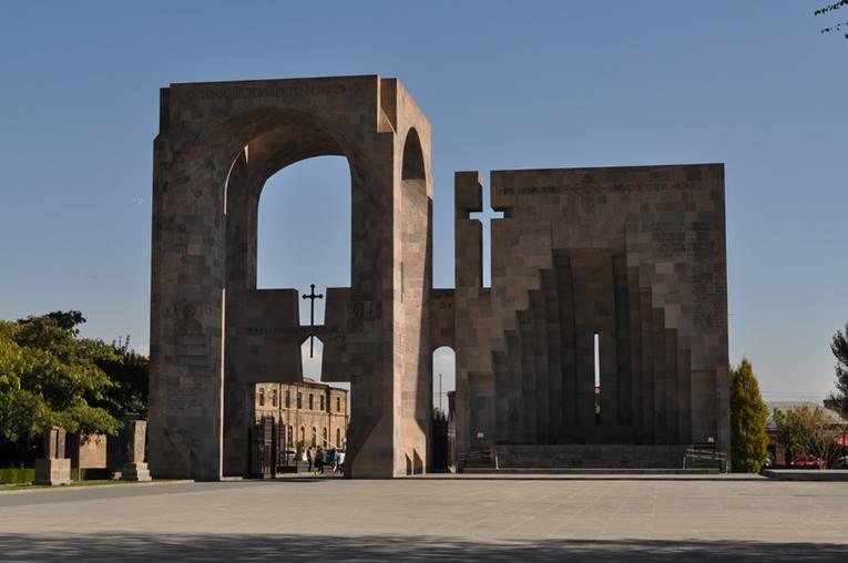 Ворота Царя Трдата Великого и Григория Просветителя, алтарь, монастырь Эчмиадзин, Вагаршапат, Армения