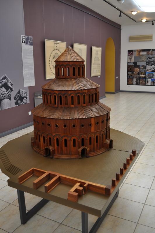 Макет храма Звартноц, Армения