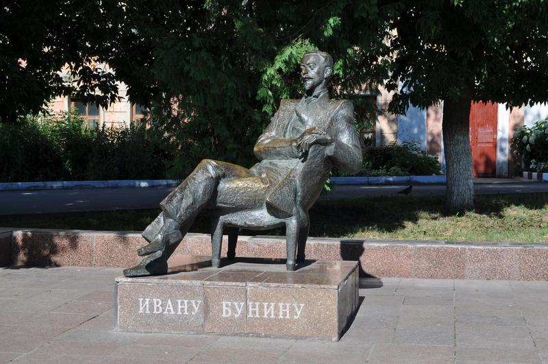 Памятник Ивану Бунину в Ельце