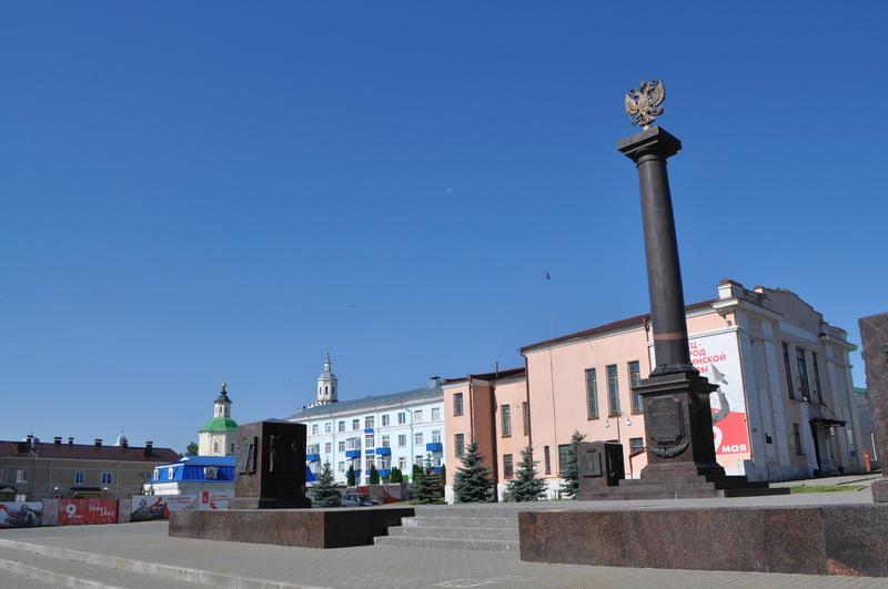 Красная площадь, стела Елец — город воинской славы, колледж искусств им. Хренникова