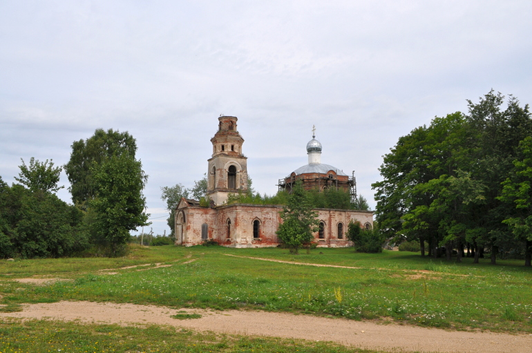 Церковь Рождества Пресвятой Богородицы в селе Страшевичи