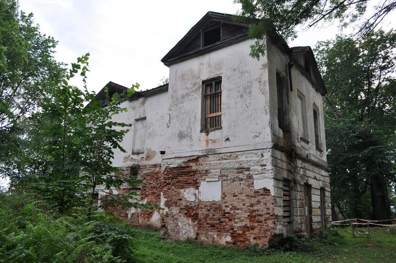 Главный дом усадьбы Никольское-Черенчицы