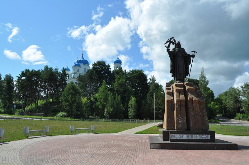 Памятник Ефрему Новоторжскому и Храм Георгия Победоносца (Благовещения Пресвятой Богородицы) в Торжке