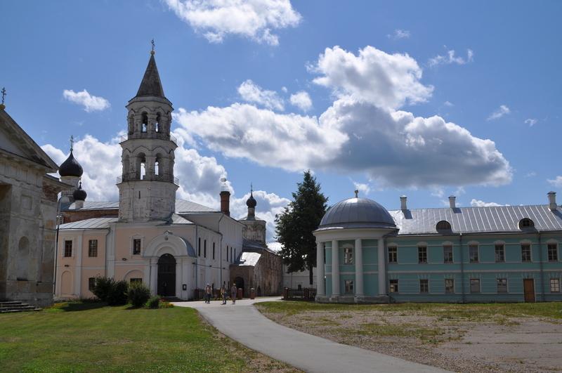Введенская церковь и Братский корпус Борисоглебского монастыря, Торжок